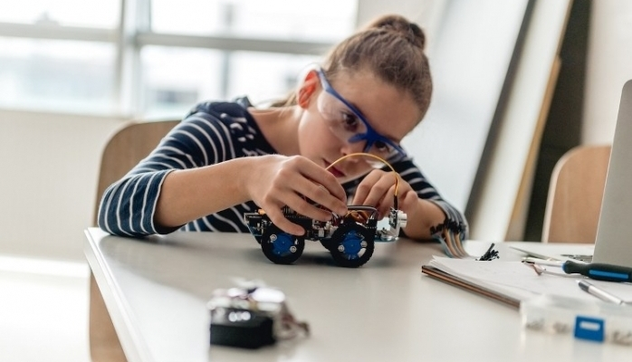 İş Dünyasına Adım Atmadan Robotlar İle Tanıştılar