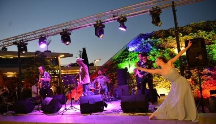 Next Level Teras Konserleri'nin İlki Ankara'lılardan Büyük İlgi Gördü