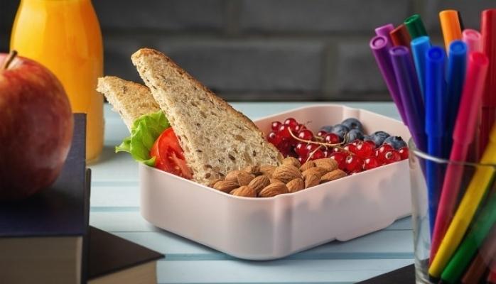 Çocuklar Okul Döneminde Nasıl Beslenmeli ?