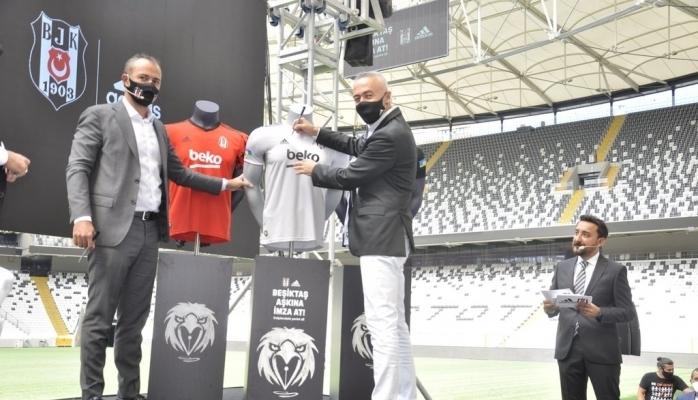 Adidas ve Beşiktaş JK'dan Kalplere Dokunan İmza Kampanyası