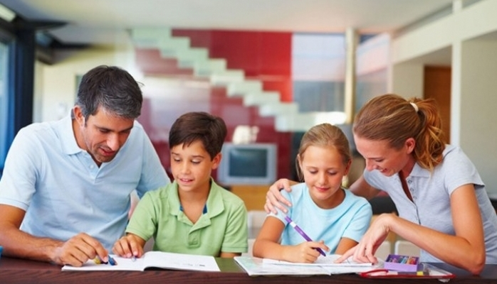 Okula Giden Çocuklar Büyükler İçin Risk Oluşturabilir
